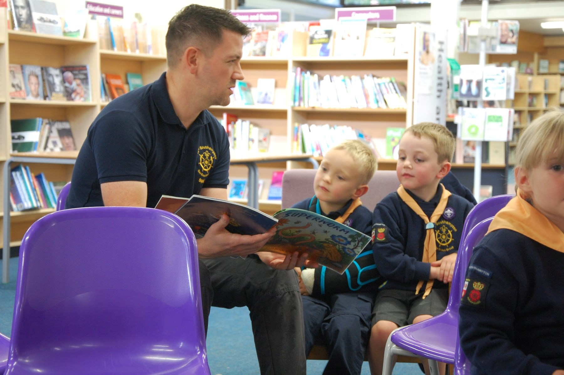 Early years volunteer reading a story
