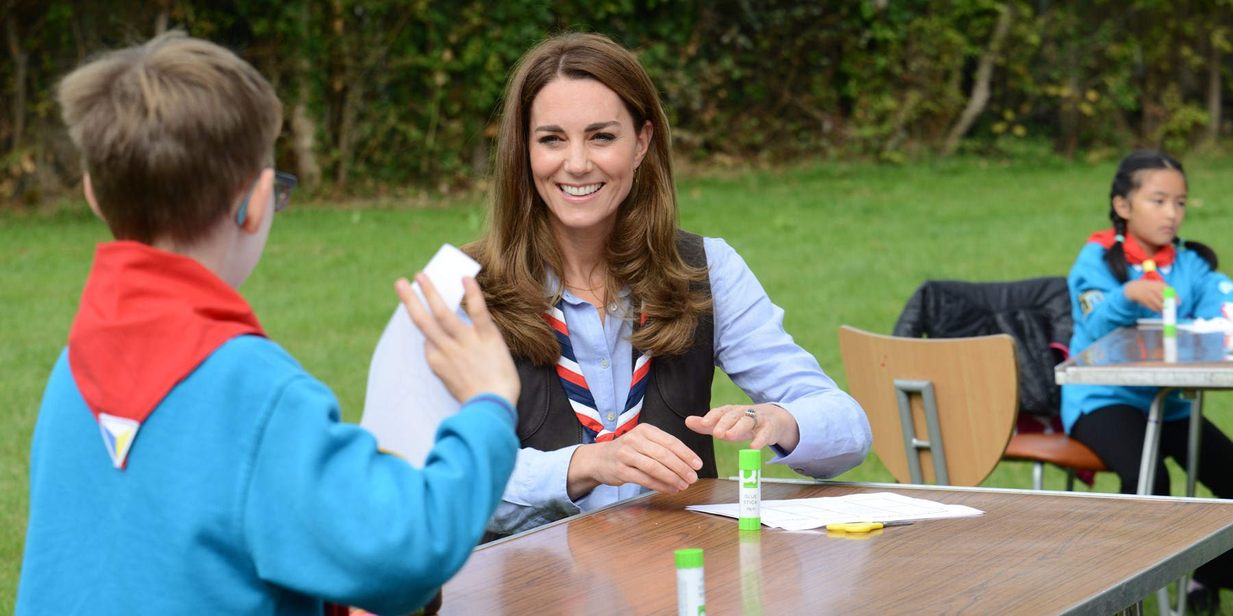 An image of HRH The Duchess of Cambridge talking to a Beaver